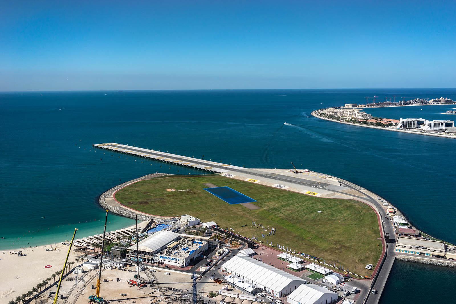 Pas startowy Dubai sky dive, skoki spadochronowe.