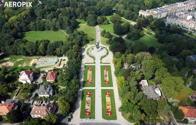 Pomnik czynu polaków widziany z góry  podczas lotu dronem.
